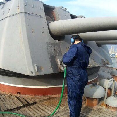 Газотермическая очистка орудийной башни крейсера М. Кутузов
